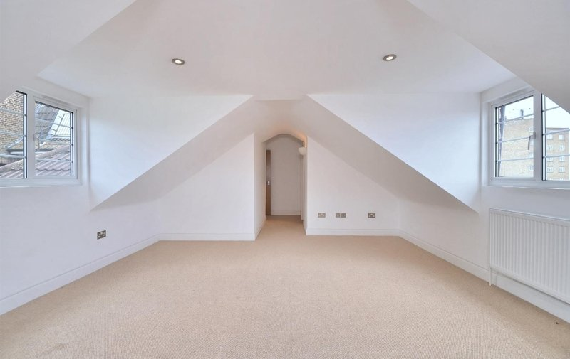 Flat to rent in West Heath Road, Hampstead