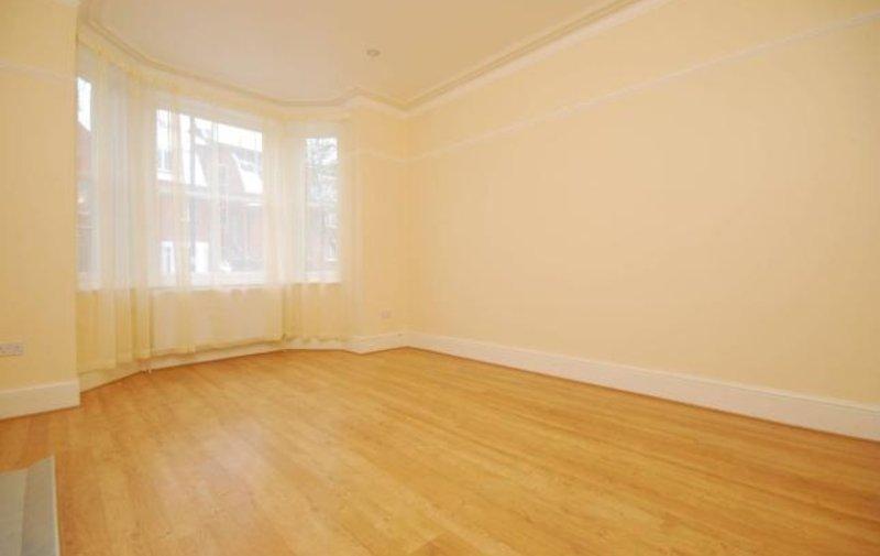 Flat to rent in Platts Lane, Hampstead