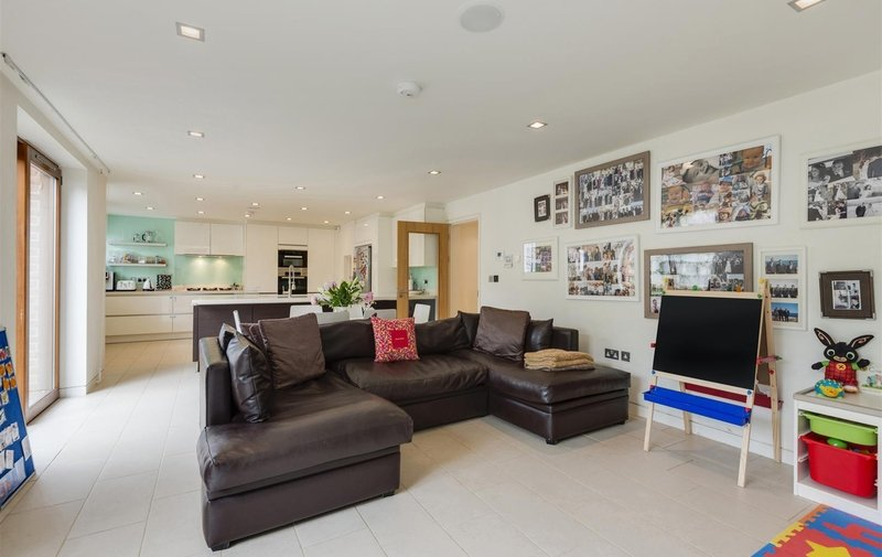House to rent in Platts Lane, Hampstead