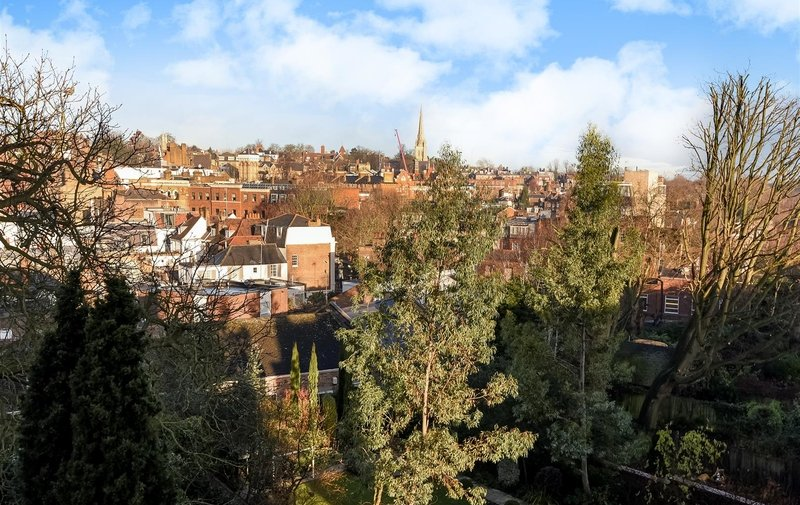 Flat to rent in Prince Arthur Road, Hampstead