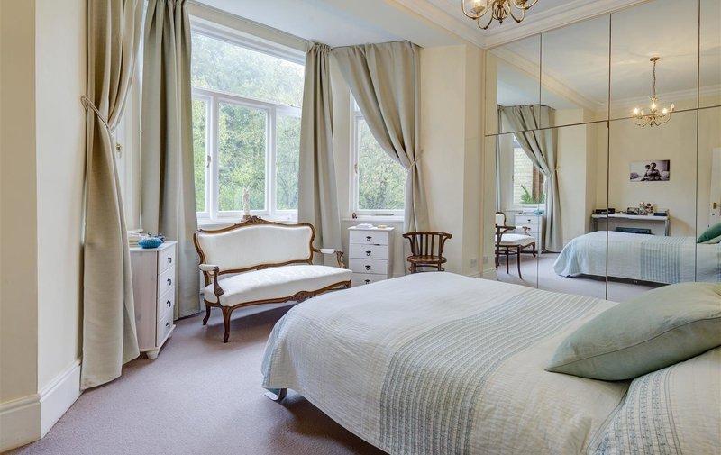 Flat to rent in Redington Road, Hampstead