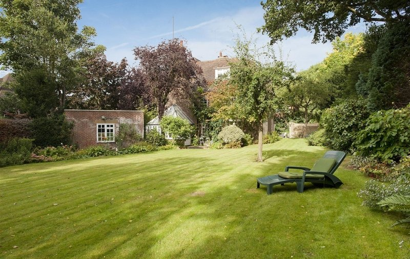 House to rent in Romney Close, Hampstead Garden Suburb