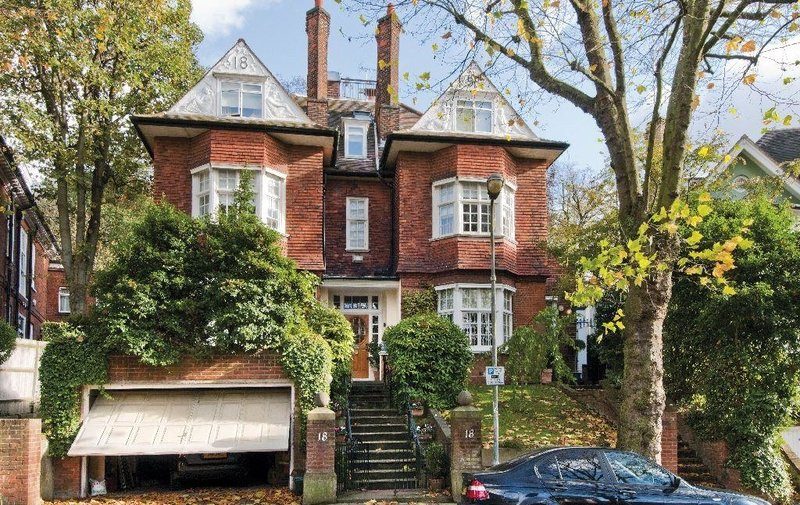 House to rent in Rosecroft Avenue, Hampstead
