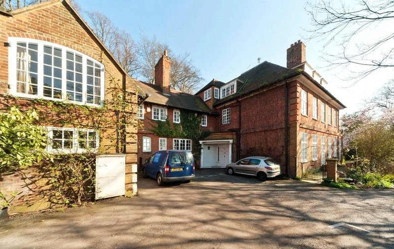 Flat to rent in Rosecroft Avenue, Hampstead