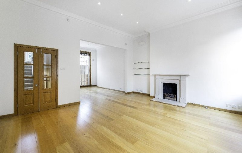 Flat to rent in Rosslyn Hill, Hampstead Village