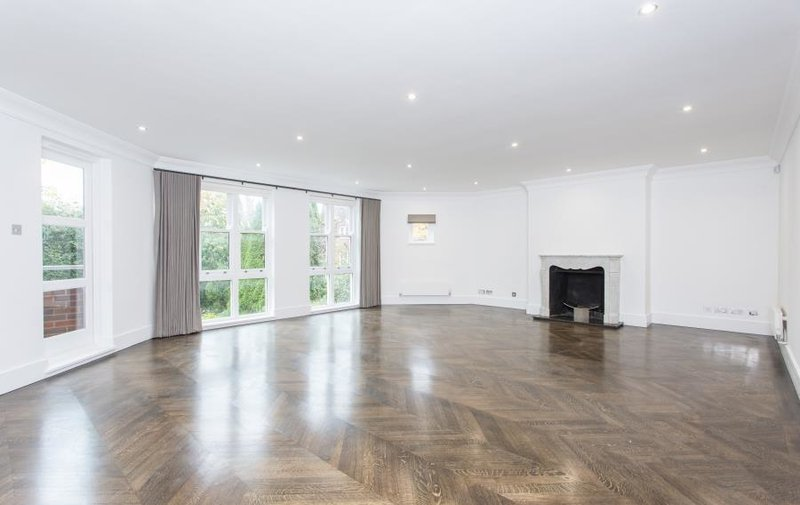 Flat to rent in Templewood Avenue, Hampstead