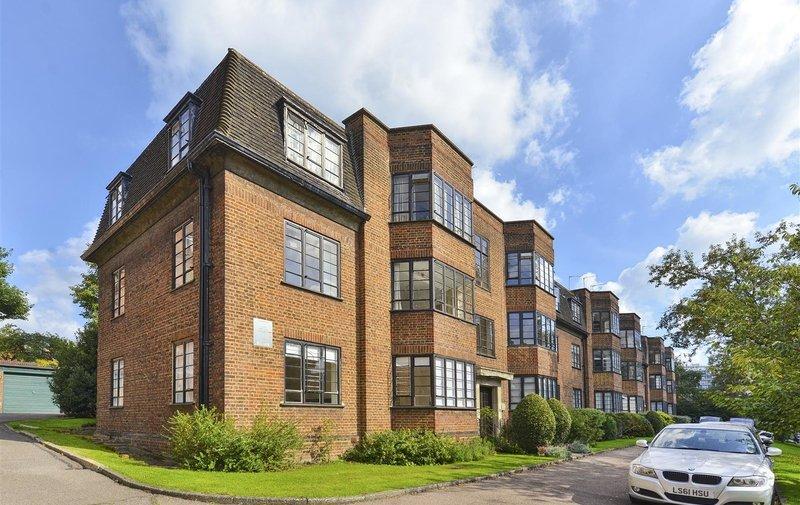 Flat to rent in Wedderburn Road, Hampstead