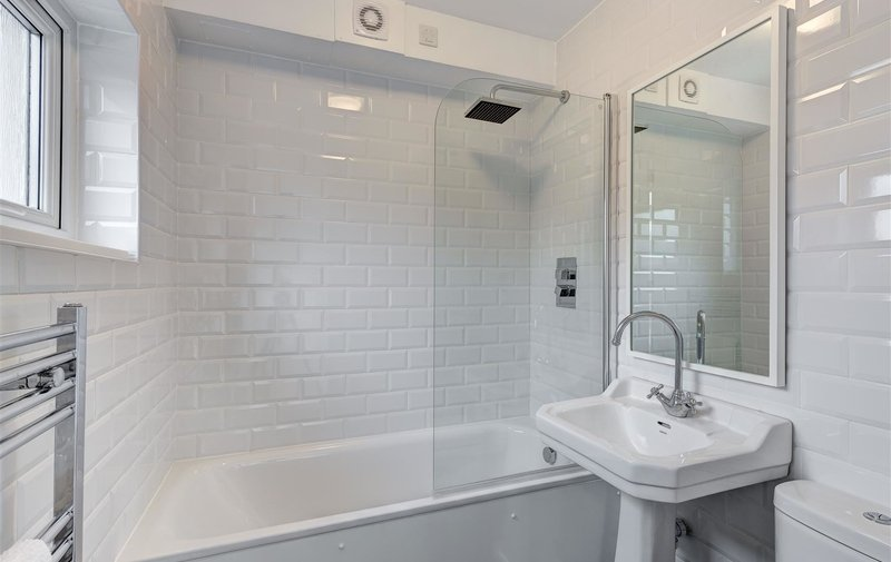 Flat to rent in West Heath Avenue, Golders Green