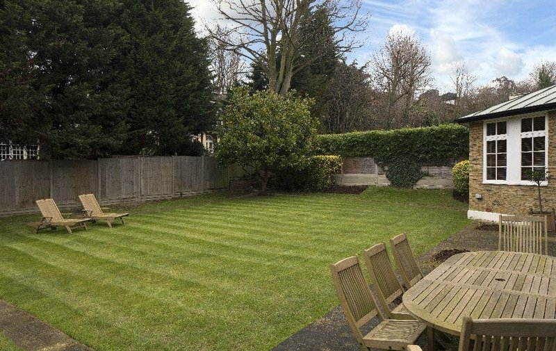 House to rent in West Heath Close, Hampstead