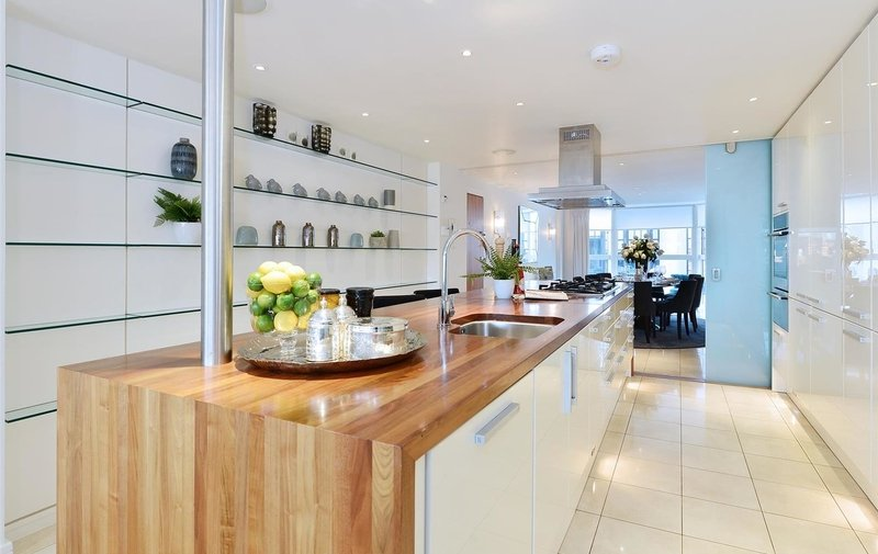 Property to rent in Young Street, Kensington